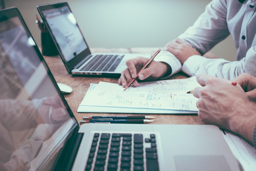 online biznis, podnikanie na internete, podnikanie na amazone, na ebayi, ako zarobiť na internete